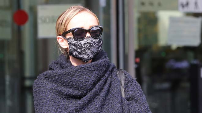 Ángela Drobrowolski, este viernes, saliendo de la Ciutat de la Justícia de Barcelona.