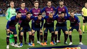La foto protocolar del Barça previo al inicio del partido ante el Liverpool.