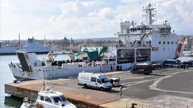 Salvini exige a UE que se haga cargo de los migrantes del barco atracado en Catania