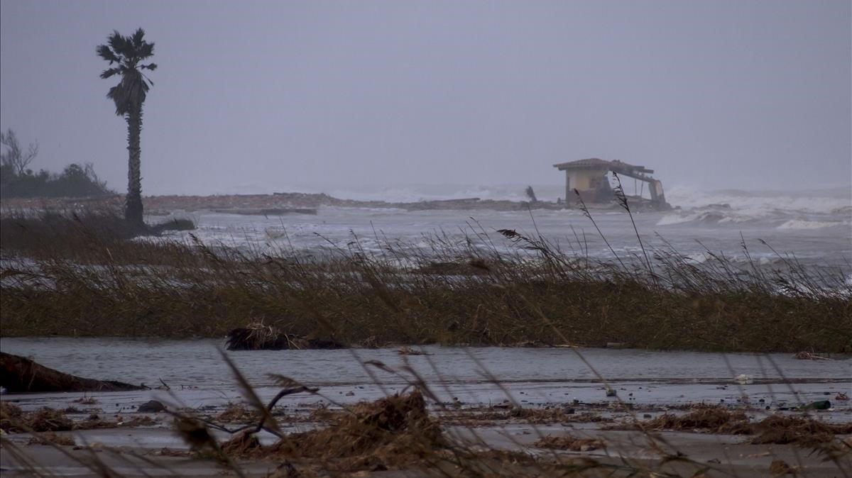 Bassa de l'Arena (Deltebre) engullida por el mar