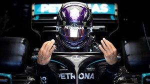 El británico Lewis Hamilton (Mercedes) se prepara para su vuelta rápida, hoy, en Hungría.