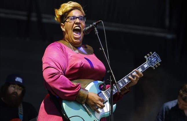 Brittany Howard,cantante de Alabama Shakes, grupo que ha confirmado su actuación en el festival Cruïlla, durante un conciertoen Manchester el pasado junio.