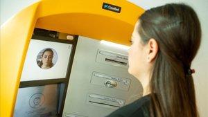 Cajero con tecnología de reconocimiento facial en Barcelona.