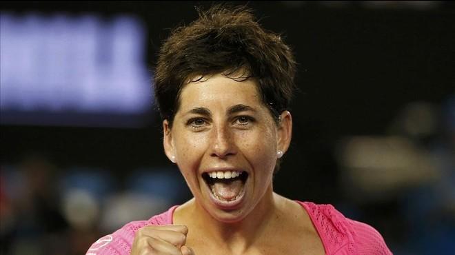 Carla Suárez destroza a Radwanska y accede a la final de Doha