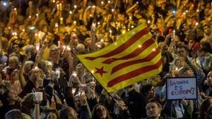 Concentración en defensa de Jordi Sànchez y Jordi Cuixart, el pasado martes en Barcelona