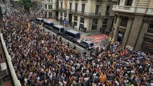 Concentración delante de la Jefatura de Policia Nacional, en Via Laietana.
