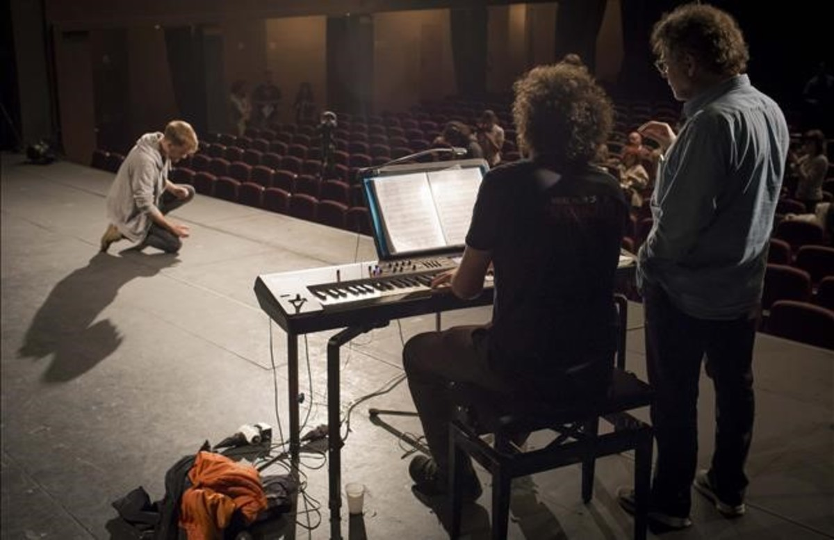 El actor Jan Forrellat participa en las pruebas de selección de Scaramouche, de Dagoll Dagom, en el Teatre Victòria.