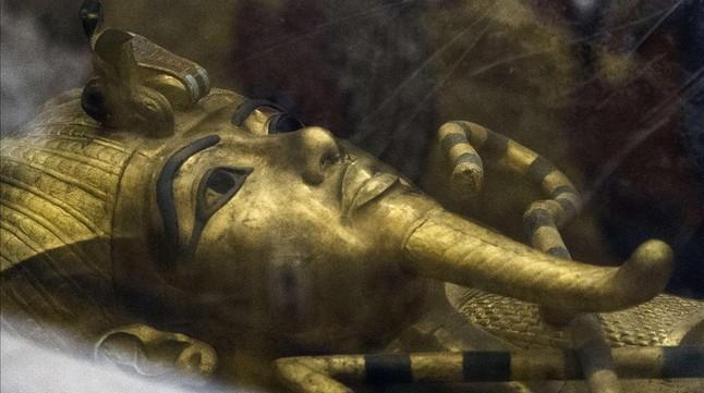 Detalle de la máscara funeraria de oro de Tutankamón.