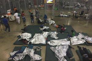Niños inmigrantes separados de sus padres en los EEUU.