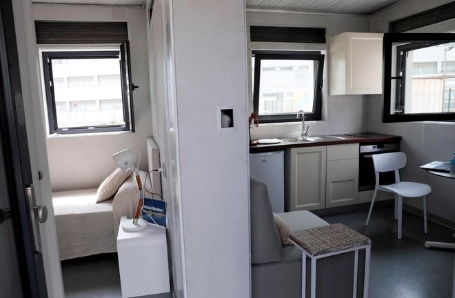 La empresa emergente Be More 3D ha presentado en Valencia la primera casa construida in situ con una impresora 3D en España, una vivienda de 24 metros.