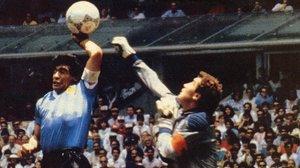Esta fue la 'mano de Dios', en el Mundial de México-86, con la que Diego Armando Maradona superó al meta inglés Peter Shilton.