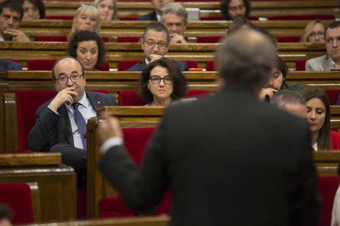 Eva Granados y Miquel Iceta escuchan a Torra en el Parlament, en una imagen de archivo.