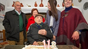 El extremeño Francisco Nunez Olivera, el hombre mas longevo del mundo y el veterano de guerra en su 113 cumpleaños.