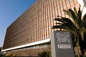 Fachada del Edificio I de la Central de Nestlé España en Esplugues de Llobregat.
