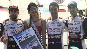 Fernando Alonso, Kazuki Nakajima y Sebastien Buemi, tras lograr ayer la pole position en las 24 Horas de Le Mans.