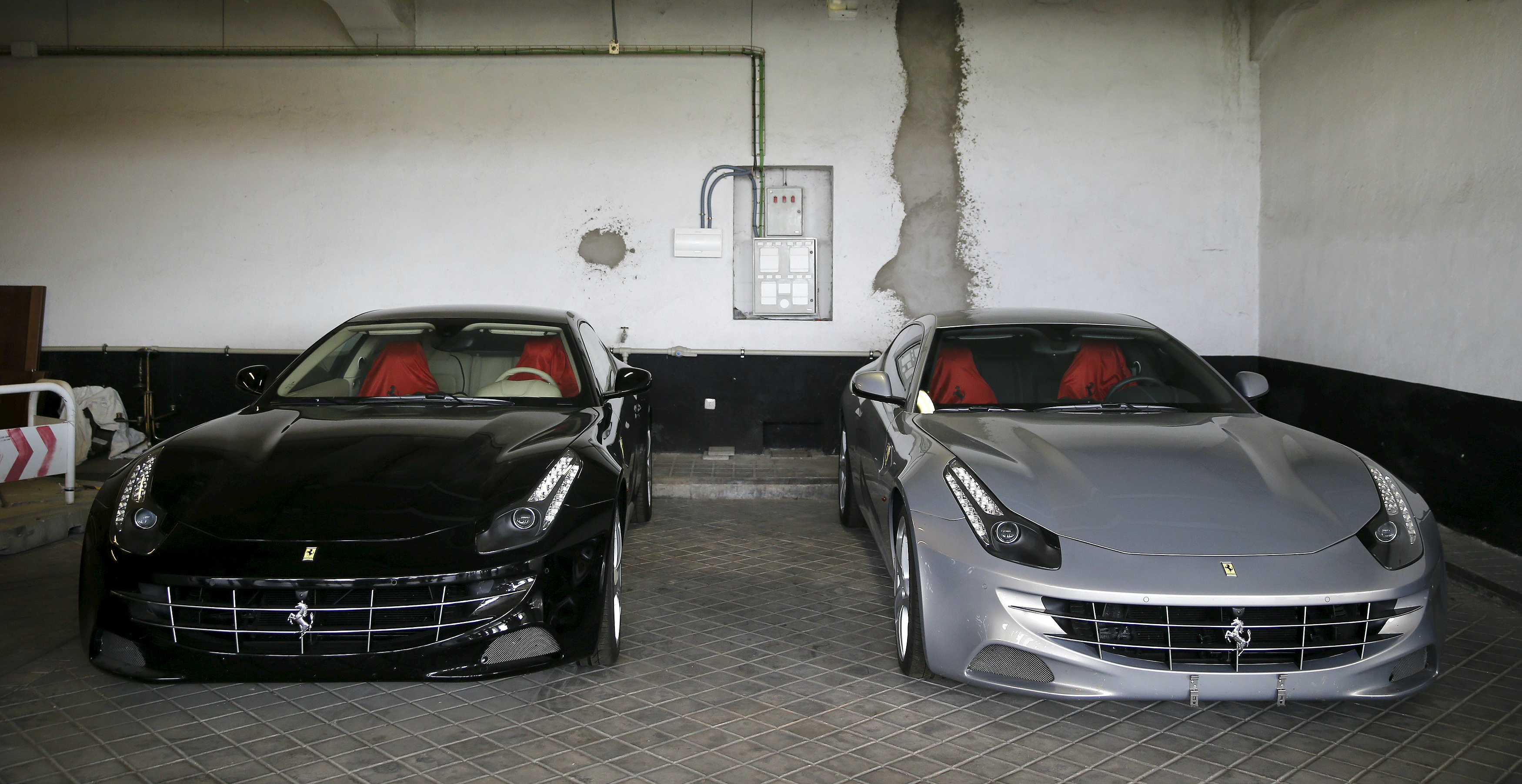 Hacienda subasta los dos Ferraris del rey Juan Carlos