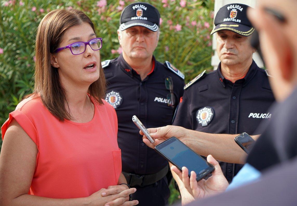 06/01/2018 Foto recurso de la alcaldesa de Móstoles, Noelia Posse, ofreciendo declaraciones a los medios en el municipio.