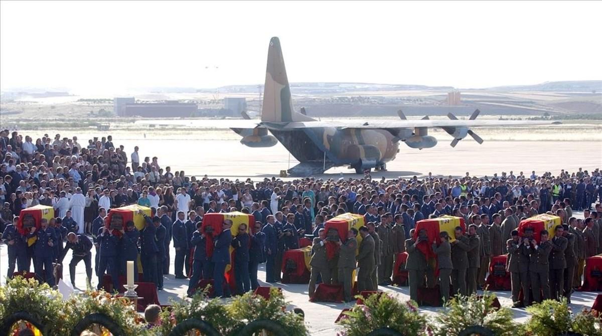 Funeral de las víctimas del Yak-42, el 28 de mayo del 2003 en la base de Torrejón de Ardoz (Madrdid).