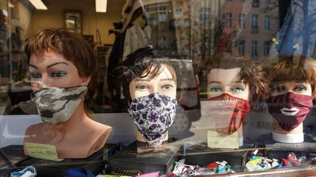 Escaparate con mascarillas en Berlin