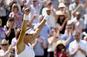 Garbiñe Muguruza celebra el pas a vuitens de final a Wimbledon.
