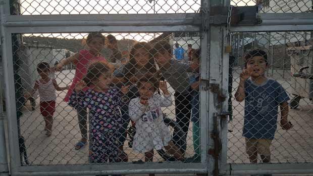 Camp de refugiats de Lesbos: Descens a la vergonya d'Europa