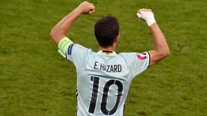 Hazard celebra el gol que anotó ante Hungría que supuso el momentáneo 0-3.