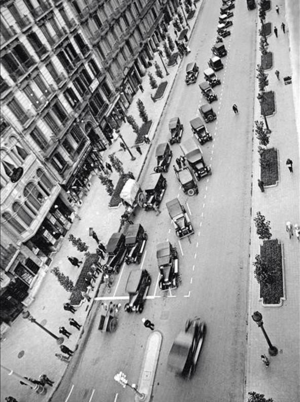 Vista aérea desde una azotea de Rambla de Catalunya, entre 1932 y 1933.