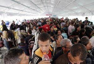 Miles de venezolanos intentando llegar a Perú antes de que restringan el libre acceso a ese país.