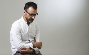 Jesús García Bragado posa en el estudio de El Periódico
