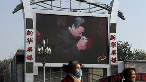 Una valla publicitaria con la imagen de Xi Jinping en Pekín.