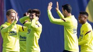 De Jong, Puig, Busquets y Fati, contentos, en el entrenamiento del Barça.