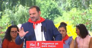 José Luis Ábalos, ministro de Fomento y secretario de Organización del PSOE,en la Fiesta de la Rosa de los socialistas de León.