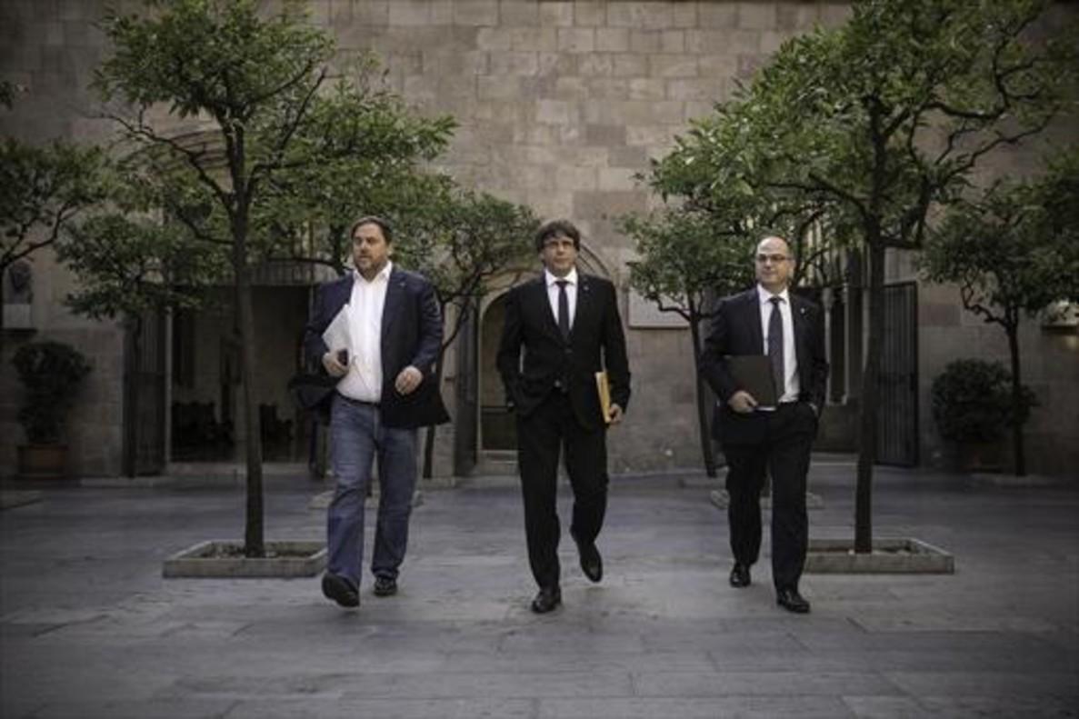 Junqueras y Puigdemont, el 10 de octubre del año pasado en el Palau de la Generalitat.