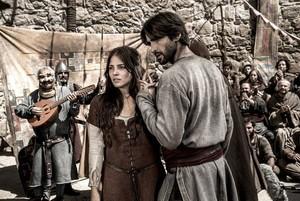 Antena 3 no se queda parada ante los cambios de Telecinco y mueve 'La catedral del mar' contra 'Factor X'