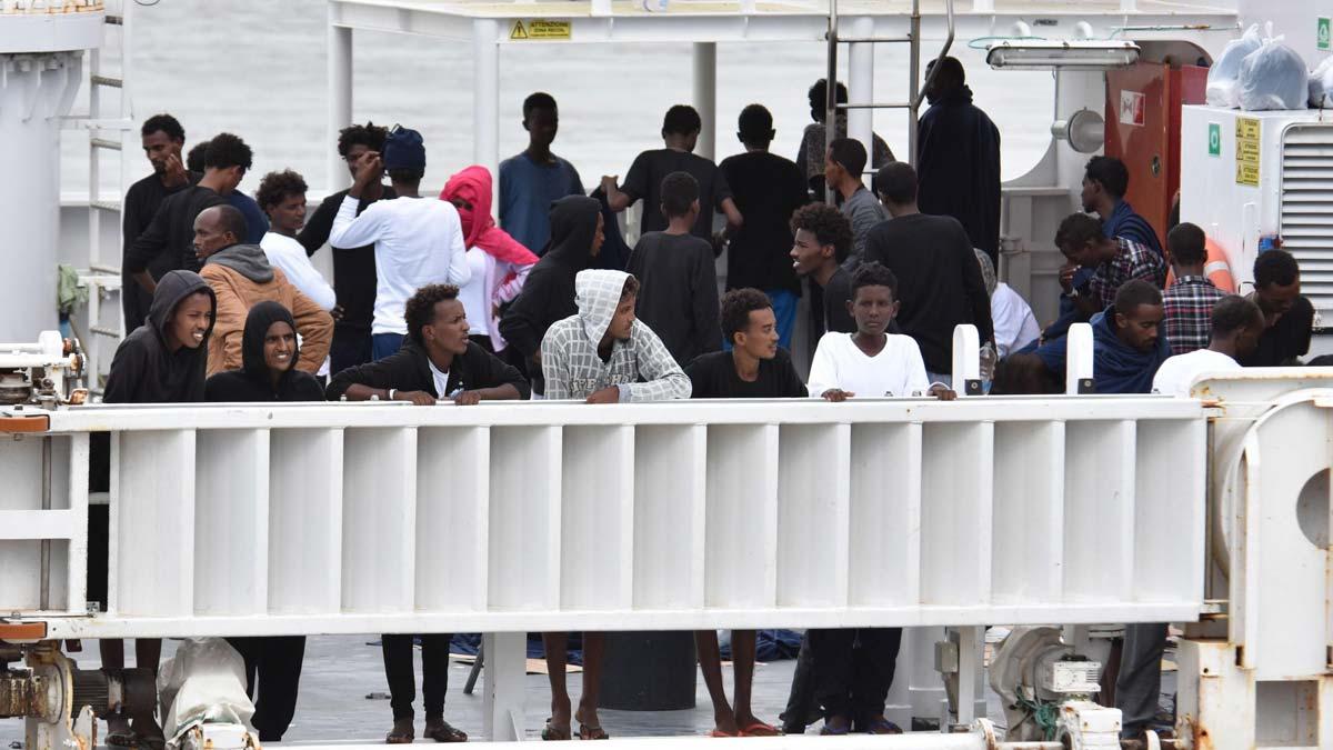 Llegan a Italia los 177 inmigrantes del Dicciotti.