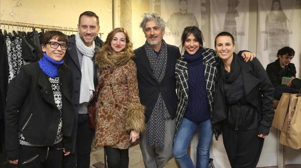 De izquierda a derecha, la diseñadora Txell Miras, los actores Joan Nigrié, Anna Moliner yCristina Brondo y los diseñadores Josep Abril y Miriam Ponsa.