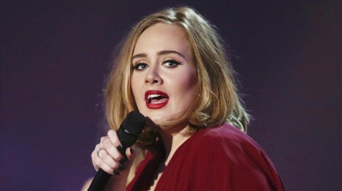 Adele, durante una actuación.