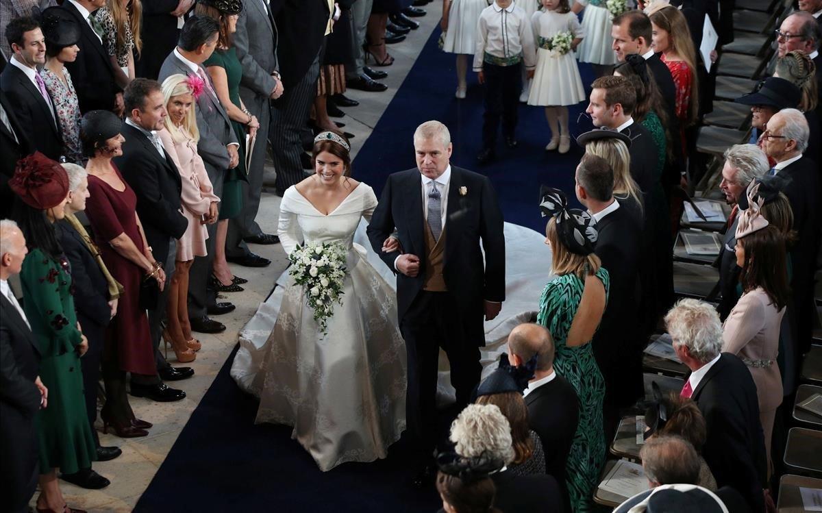 Eugenia de York, con su padre, camino del altar.