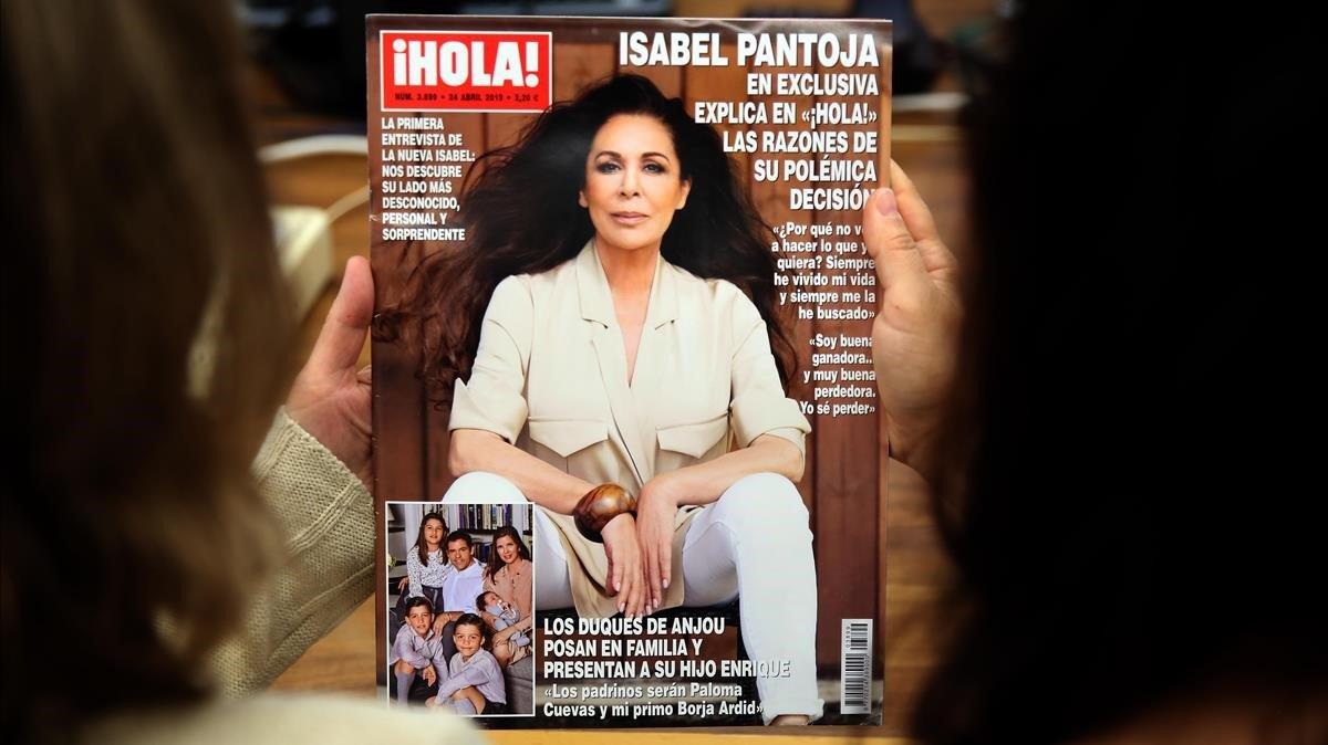 Isabel Pantoja, en la portada de ¡Hola!.