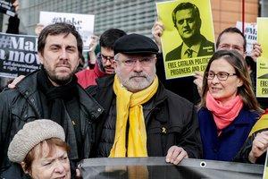 Los 'exconsellers' catalanes Antoni Comín,Lluís Puig y Meritxell Serret (de izquierda a derecha).