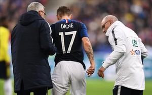 Lucas Digne deja el campo lesionado en el partido entre Francia y Colombia en Saint Denis