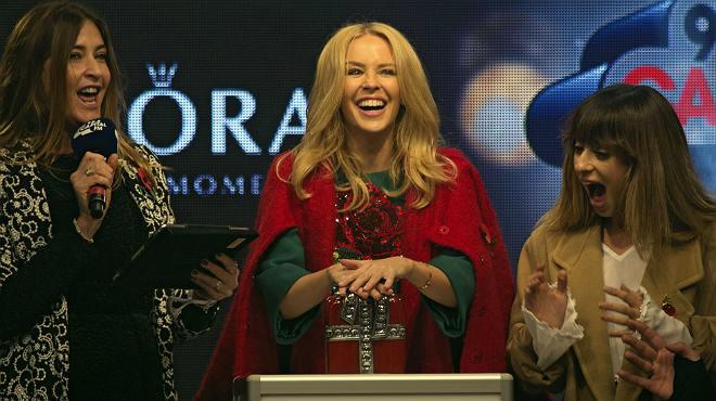 Kylie Minogue ha encendido las luces de Navidad de Londres.