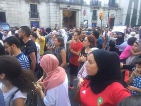 Manifestación de musulmanes en la Rambla, tres días después de los atentados.
