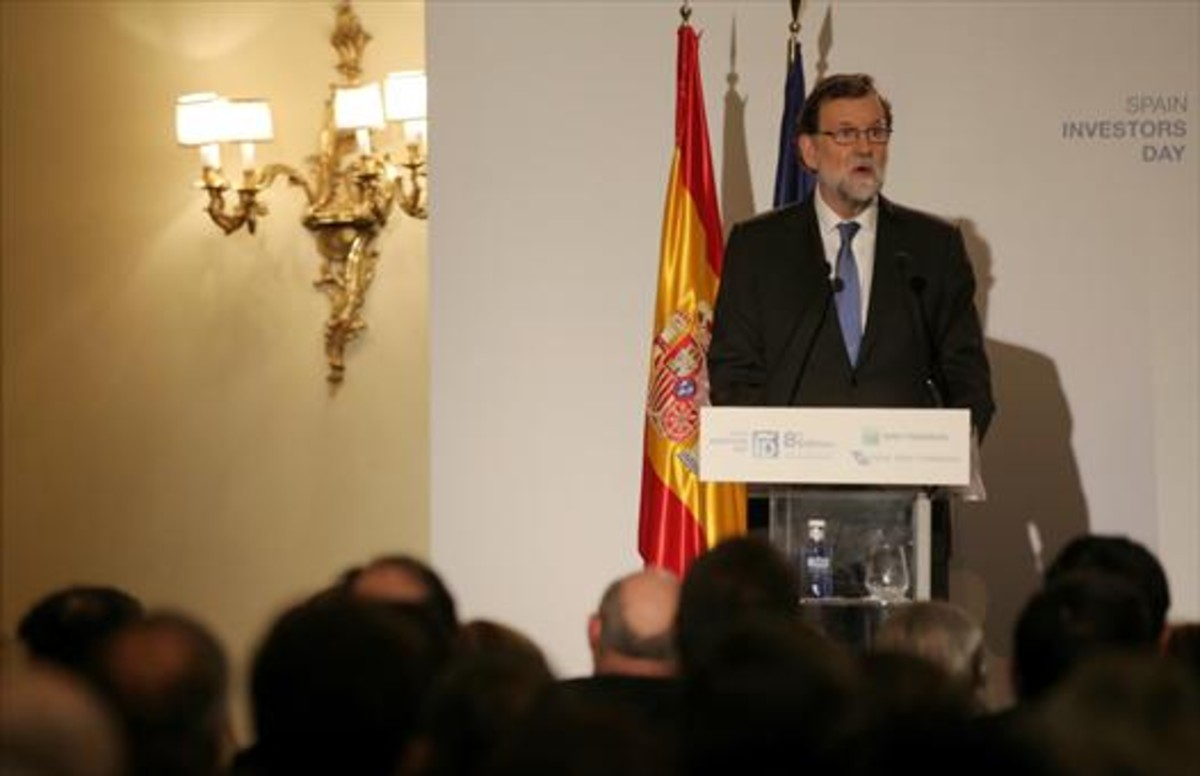 Mariano Rajoy interviene ante inversores y empresarios, ayer, en Madrid.