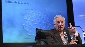 Mario Vargas Llosa, en la Casa de América de Madrid, durante la presentación de su último libro, La llamada de la tribu
