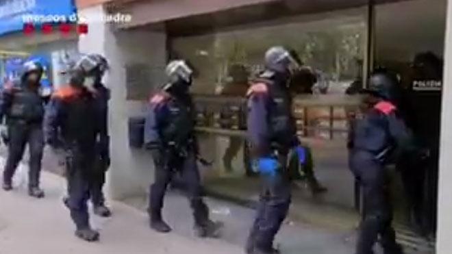 Operación de los Mossos contra una organización de pisos turísticos fraudulentos.