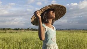 La protagonista de Village rockstars, en una escena del filme de Rima Das.
