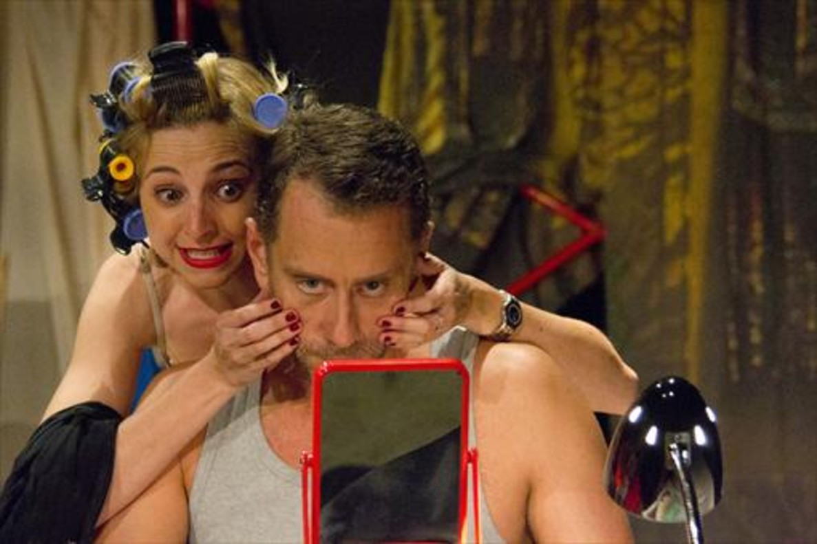 Anna Moliner yJoan Negrié encarnan aRosó y Santi, unos auténticos 'losers'.