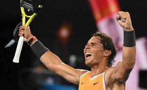 Rafa Nadal celebra su victoria ante Stefanos Tsitsipas.