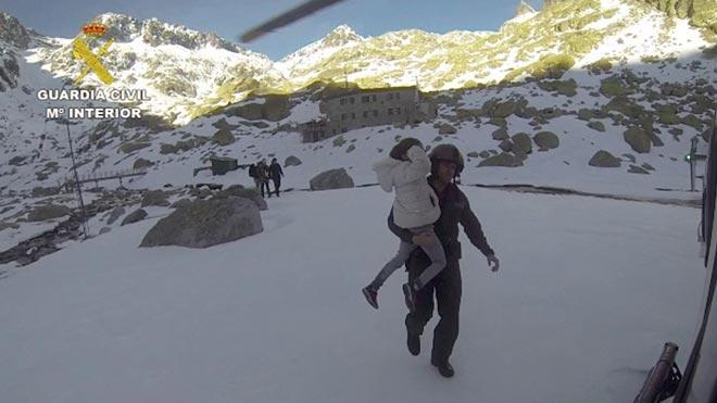 Rescatados ocho excursionistas, cinco de ellos menores, en la Sierra de Gredos.